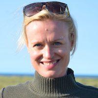 Dr Esther de Leeuw